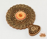 Зеркальце с ручкой, украшенное янтарем